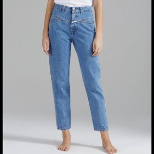 Closed pedal pusher jean size 27 light wash